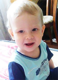 Дауд Тарасов, 2 года, врожденная аномалия развития кистей, требуется операция. 296734 руб.
