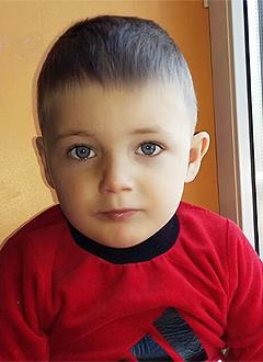 Миша Маргиев, 3 года, врожденная двусторонняя косолапость, рецидив, требуется лечение по методу Понсети. 96120 руб.