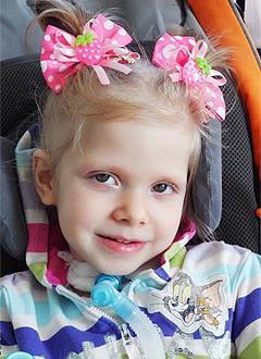 Лиза Каневская, 7 лет, состояние после операции, требуется удаление вышедшего из строя диафрагмального стимулятора. 432540 руб.