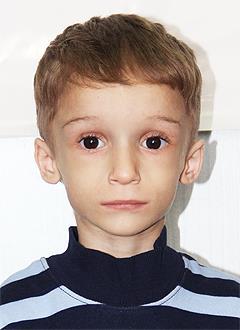 Кирилл Попов, 3 года, редкое наследственное заболевание – синдром Коккейна, требуется обследование. 101460 руб.