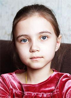Адель Миннуллина, 8 лет, врожденный порок сердца, спасет эндоваскулярная операция, требуется окклюдер. 80950 руб.