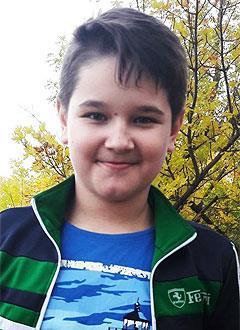 Кирилл Шнайдер, 12 лет, врожденные пороки развития правой ноги, требуется хирургическое лечение. 373240 руб.